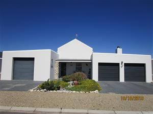 3 Bedroom House with Pool for Sale in Dolfynstrand.