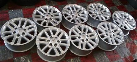 Toyota hulux/fortuner twinspoke 17 inch mag.