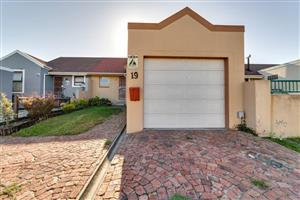 Modern 2 Bedroom townhouse avail in De Tuin, Brackenfell for occupation 1 June @ R9 000 PM