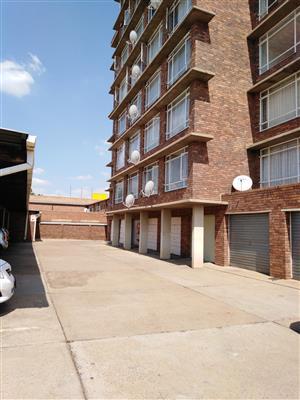 Pretoria North  1.5 bedroom flat  R4,000