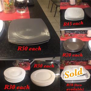 WHITE SQU ARE DINNERPLATES FOR SALE.