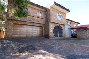Ideal Investment Property - Upmarket and large family home with 3 flatlets FOR SALE in Baillie Park, Potchefstroom.