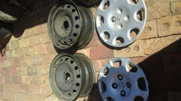 Peugeot rims with wheel caps