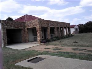 Groot drie slk huis te koop in Coligny nw. R450.000