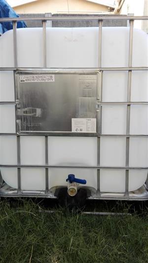 1000L Water Tanks
