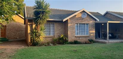 Townhouse to rent. Die Wilgers, Pretoria