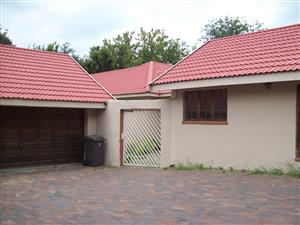 Sandton 3 bedrooms plus Cottage