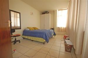 1 bedroom 1 bathroom to let in Ferndale, close to Randburg Taxi Rank!