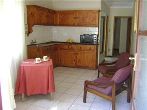 PRETORIA NORTH GARDEN FLAT - SINGLE PERSON/ STUDENT - 1 BEDROOM GARDEN FLAT