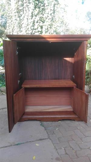 Large Wetherlys-style TV stand