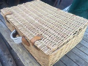 Large wicker picnic basket with 2 container baskets on the inside