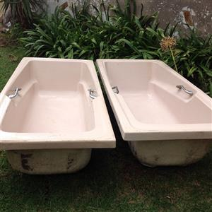 2 x Second-handed fiber glass bath tubs