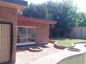 Netjiese veilige 1 slaapkamer tuinwoonstel te huur R4400pm + dep R4400, in Mountain View, Pretoria