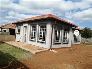THREE BEDROOM FAMILY HOME TO RENT IN ELANDSPOORT For R 6000 AVAILABLE IMMEDIATELY.