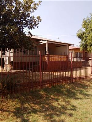 3 bedroom house in Mountain View for SALE