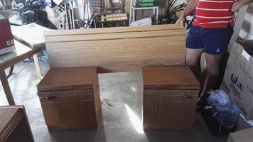 Enkelbed kopstuk met bedkassies en lessenaar