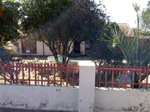 3 BEDROOMS HOUSE FOR SALE SOSHANGUVE BB R550 000.00 CALL QUINTON FOR MORE INFO
