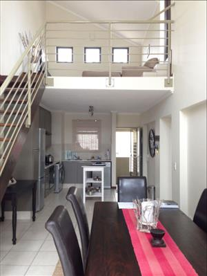 UPMARKET 2 BED 2 BATH FULLY FURNISHED LOFT APARTMENT IN PRISTENE CONDITION