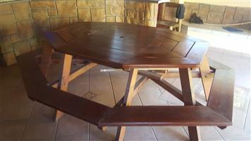 8 SEATER HEXAGON GARDEN BENCH AND TABLE - GOOD CONDITION