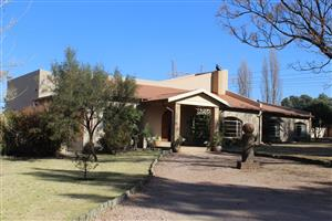 BENONI SMALL FARMS-ON 1.1 Ha-SPOTLESS RESISDENCE-- 3 ES-OFFICE -PLUS 2BD COOTAGE- WORKSHOP 2-- SqM