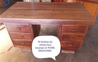 Groot soliede hout lessenaar te koop