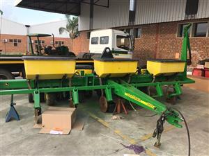 John Deere 1750 6 row vacuum planter