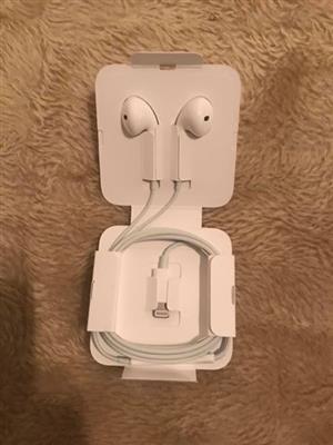Apple EarPods lightening connector
