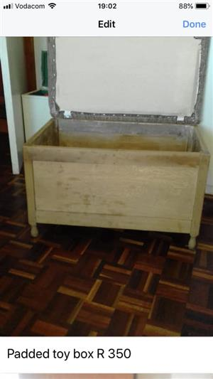 Padded oak chest / toy box