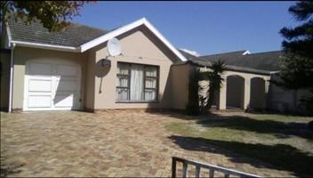 Three bedroom house to rent in Fairways