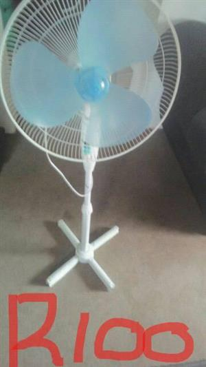 Wit fan sonder voor kant te koop
