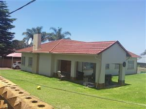 Family home in Edenvale Avenues...walking distance to schools..With Flatlet