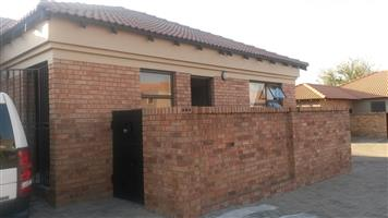 2 Bed Cluster to Rent in New Market, Alberton