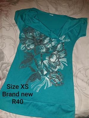 Size XS blue floral shirt