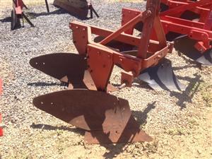 Red Massey Ferguson (MF) 2 Furrow Frame Plough / Raam Ploeg Pre-Owned Implement