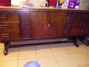 Antique sideboard unit In mint condition Buyer to collect in Kempton park area Asking price : R2000 NEG