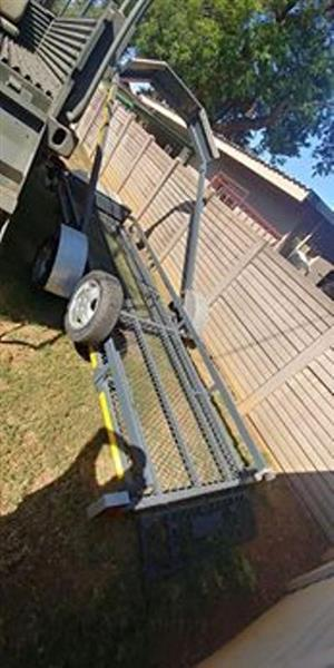 Lazy lower trailer with front box for sale