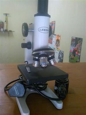 Mikroskoop te koop.