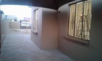 fully fitted 3 bedroom house for rent in vv soshanguve with carpot for your car call now 4500 pm