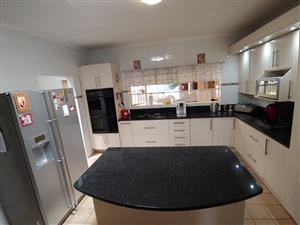 NINAPARK:  BIG FAMILY HOME WITH GRANNY FLAT FOR SALE
