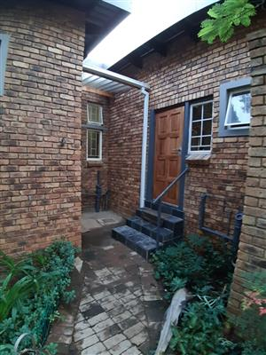 Newlands REDUCED  R5000 (w+l incl) 1br garden cottage