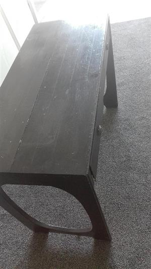 Black wooden pallet desk