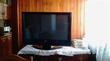 LG TV 32 inch for sale