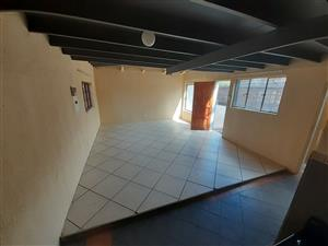 large double story 2 x Bedroom unit in Mayville Pretoria