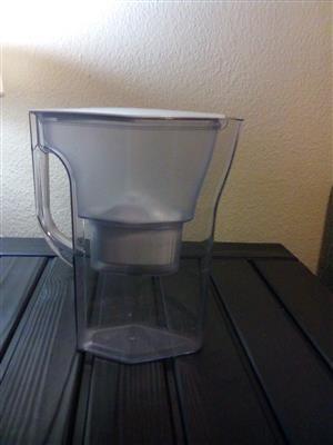 Brita water filter jug (1.7L) with refill.