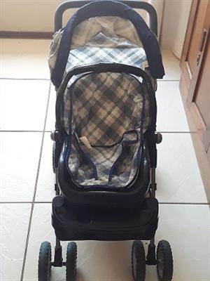 Graco Dolls Pram and Carry Cots
