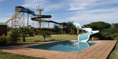 Peak timeshare @ monateng safari lodge 28-5 july 4 slp R6999