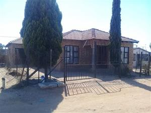 3BEDROOM HOUSE FOR SALE IN HAMMANSKRAAL KANANA EXTENSION1 ( CLOSE TO JUBILEE MALL)