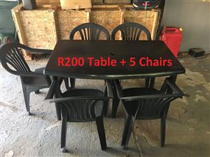 Black plastic table and 5 chairs
