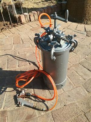 Pressure Pot for spray painting