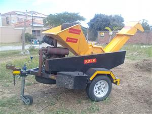 Chipper / shredder and log splitter 3in1